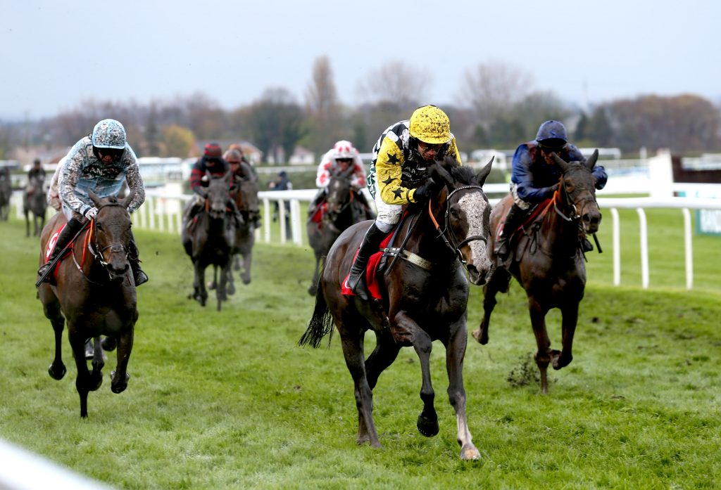 The Glancing Queen ridden by Jockey Wayne Hutchinson (centre) on their way to winning the Goffs UK Nickel Coin Mares' Standard Open NH Flat Race during Grand National Thursday of the 2019 Randox Health Grand National Festival at Aintree Racecourse.