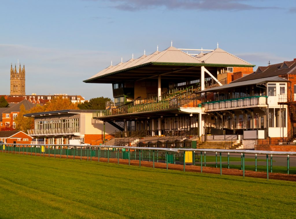 C74FX3 The grandstand at Warwick Racecourse in Warwickshire England where horse racing has taken place for over 200 years. Image shot 2010. Exact date unknown.