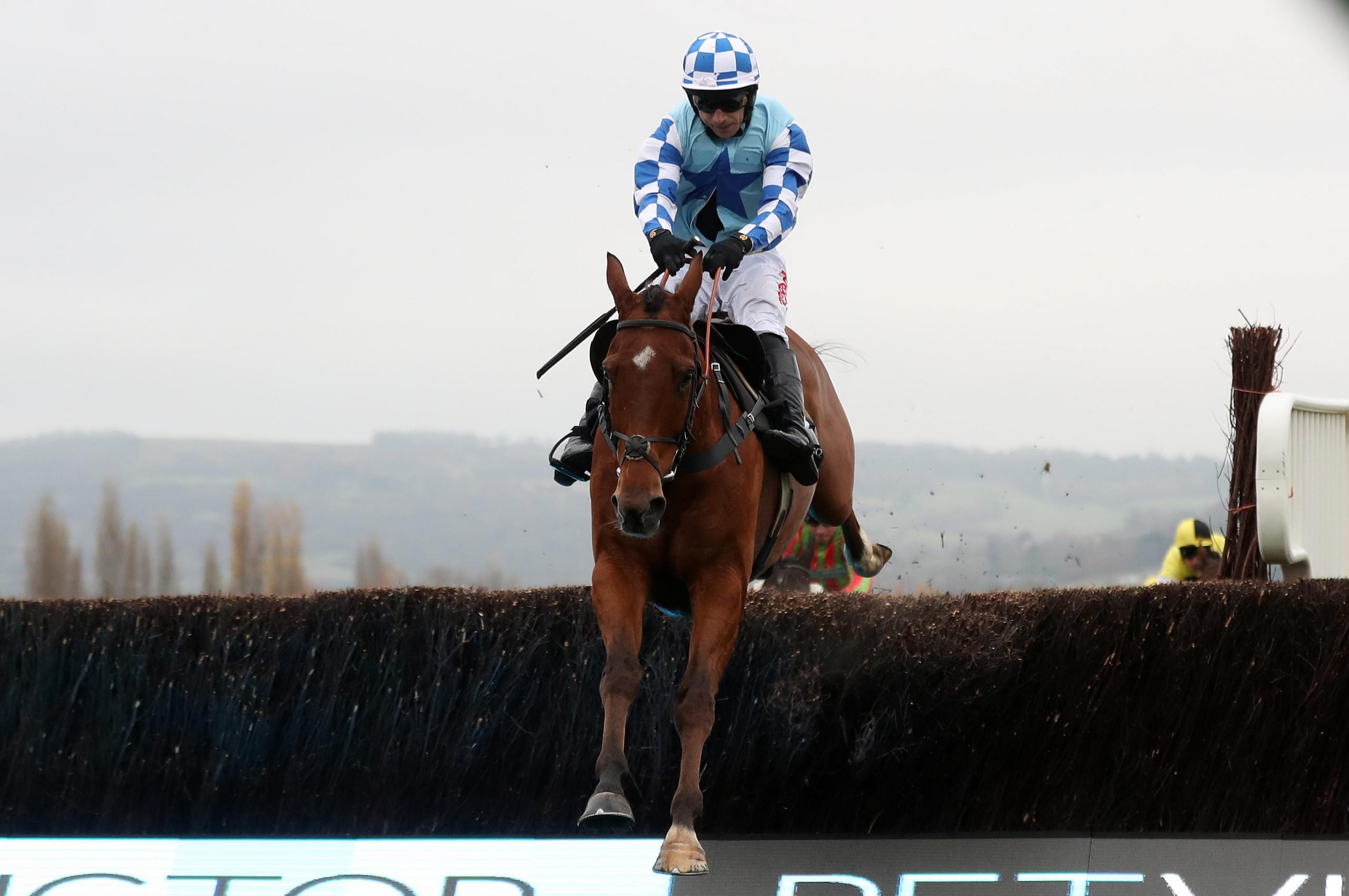 R245D8 Bun Doran ridden by Paddy Brennan on their way to victory in the BetVictor Handicap Chase during day one of the November Meeting at Cheltenham Racecourse.