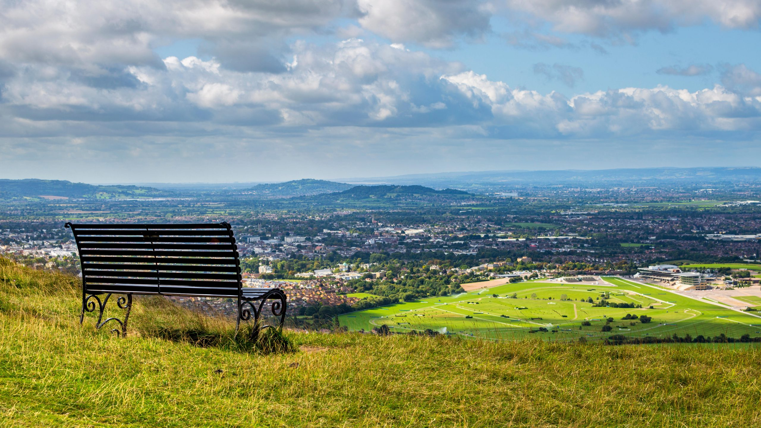 WPG583 A view of Cheltenham Racecourse and Cheltenham Spa from Cleeve Hill, England