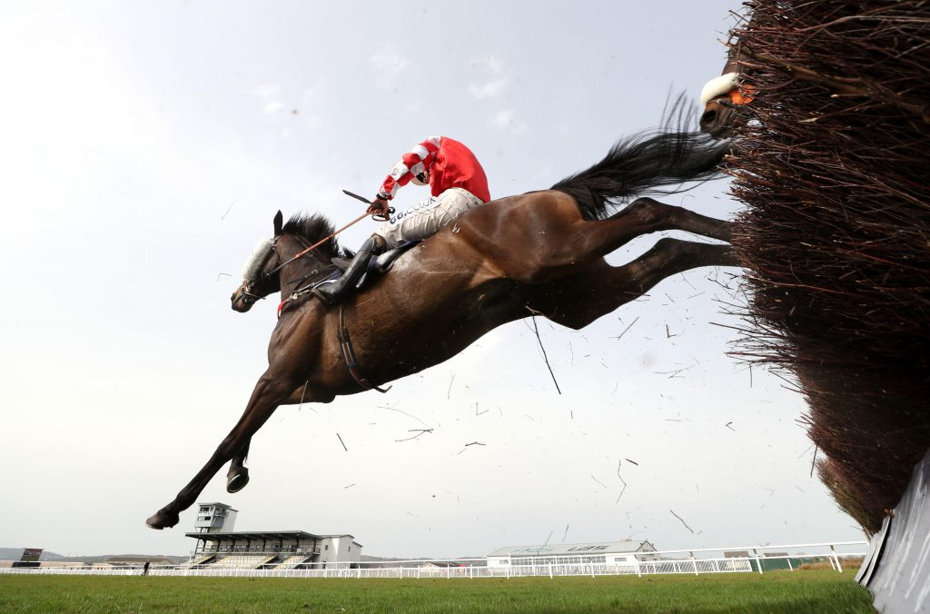 2F6JNYD Robin Of Sherwood ridden by Sean Bowen in action during the Trustmark Design & Print NovicesO Handicap Chase at Ffos Las Racecourse. Picture date: Thursday April 1, 2021.