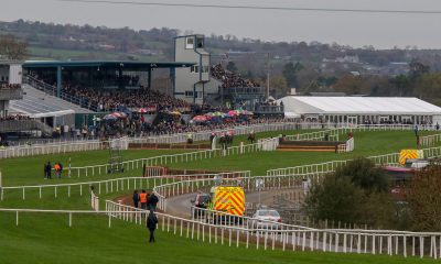 R059M4 Down Royal Racecourse, Lisburn, Northern Ireland. 02 November 2018. The annual Down Royal Festival of Racing is being staged today and tomorrow. The prestigious meeting is hugely popular. Sancta Simona (green/yellow) going on to win Race 2 - The Lough Construction Ltd Irish EBF Mares Novice Hurdle (?35,000) (Grade 3). Credit: David Hunter/Alamy Live News.